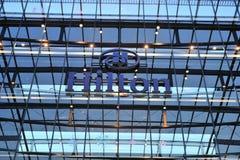 Het embleem van het de luchthavenhotel van Frankfurt van Hilton Stock Foto