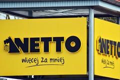 Het embleem van het merk Netto Bedrijfuithangbord Netto Stock Foto's