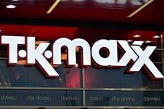 Het embleem van het merk Tk Maxx Bedrijfuithangbord Tk Maxx Stock Afbeeldingen