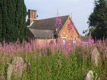 Het Engelse Kerkhof van het Platteland Stock Foto's