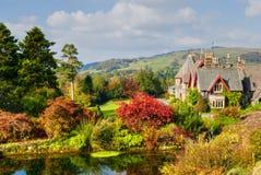 Het Engelse Landgoed van het Land in Daling Stock Fotografie