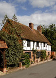 Het Engelse Plattelandshuisje van het Dorp royalty-vrije stock fotografie