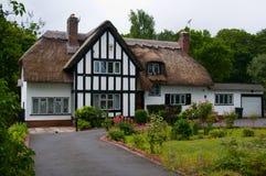 Het Engelse Plattelandshuisje van het Land Stock Afbeelding