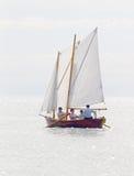 Het enige oude het varen schip roeien Royalty-vrije Stock Afbeeldingen