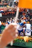Het eren van het Nederlandse voetbalteam stock foto's