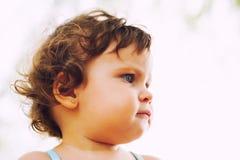Het ernstige portret van het babyprofiel Stock Foto