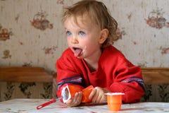 Het eten jogurt Royalty-vrije Stock Foto