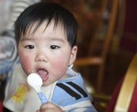 Het eten van baby royalty-vrije stock foto