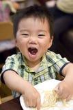 Het eten van baby Stock Afbeeldingen