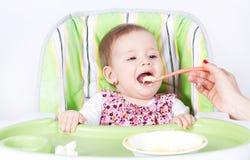 Het eten van babymeisje Royalty-vrije Stock Foto