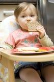 Het eten van de baby stock afbeeldingen
