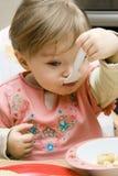 Het eten van de baby Stock Afbeelding