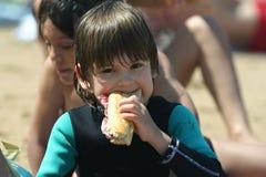 Het eten van de jongen Stock Foto
