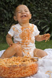 Het Eten van de spaghetti knoeit Stock Foto's