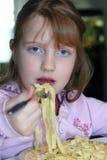 Het eten van deegwaren Royalty-vrije Stock Afbeelding