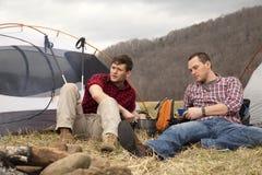 Het eten van diner bij het kampeerterrein Stock Fotografie