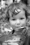 Het eten van kind stock afbeeldingen