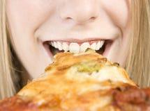 Het eten van Pizza Stock Afbeeldingen