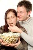 Het eten van popcorn Stock Foto's