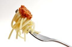 Het eten van spaghetti bolognese Stock Afbeelding