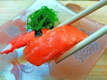 Het eten van sushi Japans voedsel Stock Afbeelding