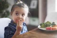 Het eten van verse vegies royalty-vrije stock afbeeldingen