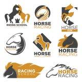 Het etiketreeks van het paardenrennen kleurrijke die embleem op wit wordt geïsoleerd Royalty-vrije Stock Foto