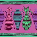 Het etnische naadloze patroon met ornated katten en vaas Stock Afbeeldingen