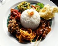 Het etnische voedsel van Bali, nasi campur Royalty-vrije Stock Foto's