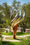 Het Etzioni-Vlambeeldhouwwerk in Bloomfield-Tuin, Jeruzalem Stock Afbeeldingen