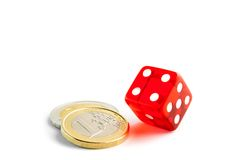 Het euro muntstuk dichtbij dobbelt Stock Foto