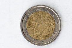 2 het euro Muntstuk met Italiaans gebruikt achtereind ziet eruit Stock Foto's