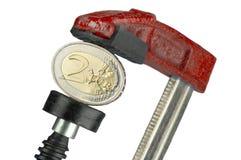Het Euro muntstuk van Flatted in een klem royalty-vrije stock afbeelding