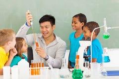 Het experiment van de schoolwetenschap Stock Afbeeldingen