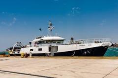 Het exploratieschip van de Koning Abdullah University van Wetenschap en Technologie legde bij de pijler vast royalty-vrije stock foto's