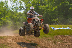 Het extreme ATV-VIERLING springen Royalty-vrije Stock Foto