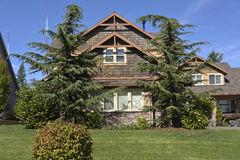 Het familiehuis omringde van nature Oregon Stock Foto's
