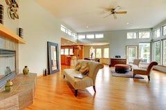 Het fantastische moderne binnenland van het woonkamerhuis. royalty-vrije stock foto