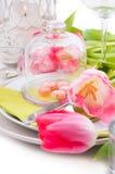 Het feestelijke de lentelijst plaatsen Royalty-vrije Stock Foto
