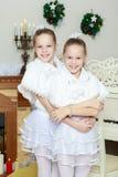 Het feestelijke meisjes koesteren Royalty-vrije Stock Foto's