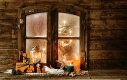 Het feestelijke venster van de Kerstmiscabine Stock Foto