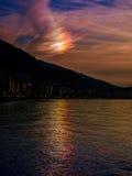Het fenomeen van de wolkenirisatie stock foto