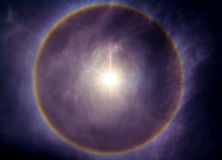Het fenomeen van de zonhalo stock afbeeldingen