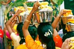 Het Festival 2012 van Thaipusam: Het een rij vormen tot de holen Royalty-vrije Stock Fotografie