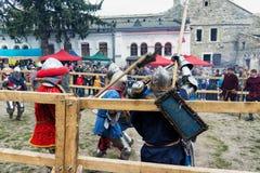 Het festival van Joustingsslagen van middeleeuwse cultuurbuitenpost 2016 in kamenetz-Podolsk Stock Foto