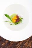 Het fijne dineren, stroopte Ei met spinaziesaus en Truffel Stock Afbeeldingen