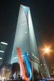 Het Financiële Centrum van de Wereld van Shanghai bij nacht Stock Foto