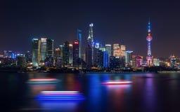 Het Financiële Centrum van Shanghai bij nacht Stock Foto's