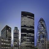Het financiële district van Londen bij schemering Stock Afbeelding