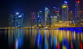 Het financiële district van Singapore bij nacht Royalty-vrije Stock Foto's